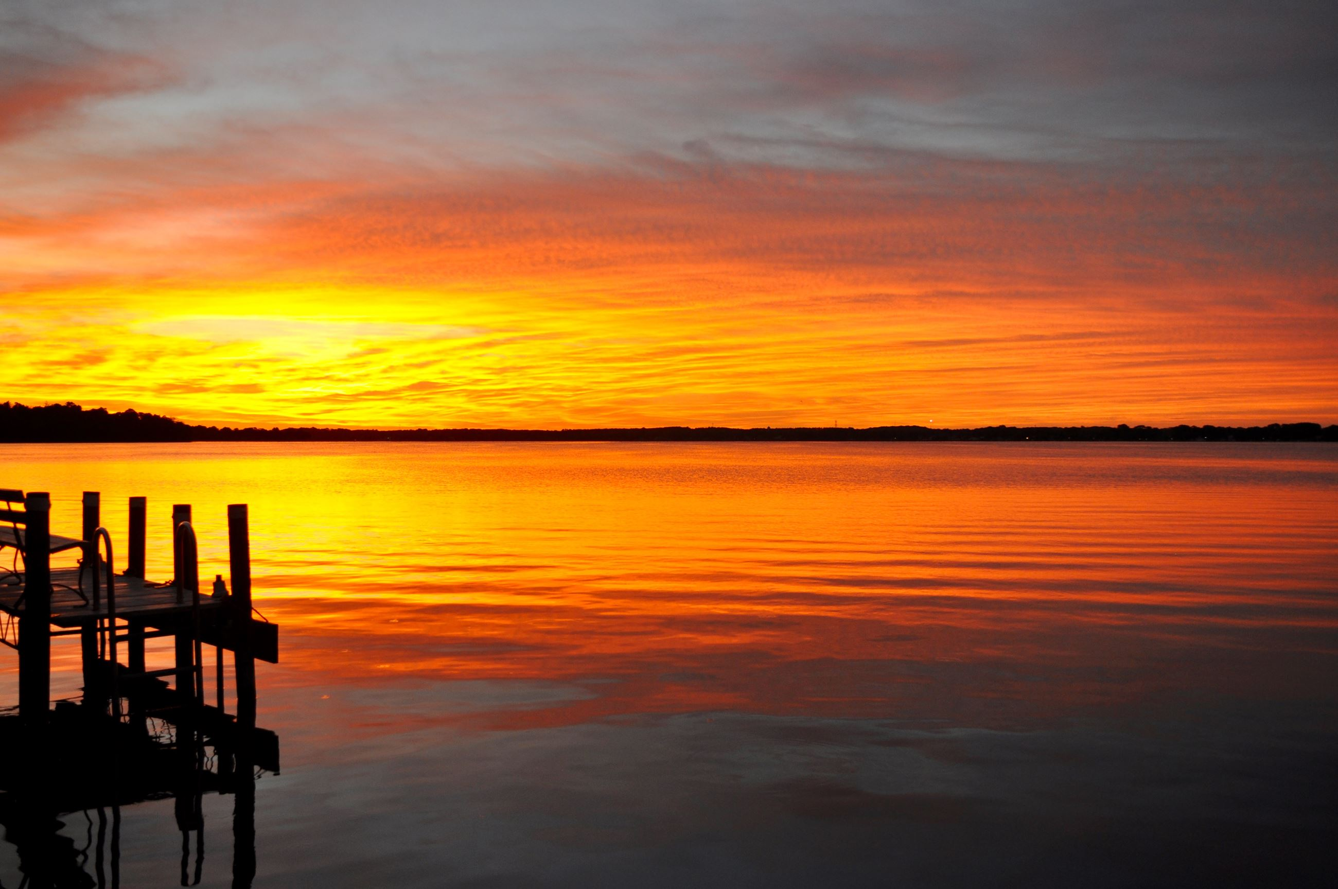 24-leslieaphoto-foxlake-sunrise-pier